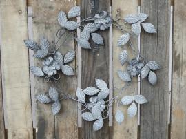 Krans med blommor Ø39 cm antik zink , hemmetshjarta.se
