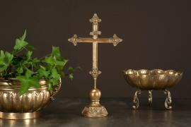 Vecka 35 Krucifix Mörk Guld Metall 22x10,5x42cm , hemmetshjarta.se