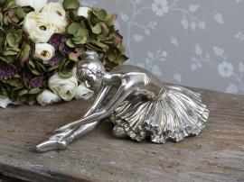 Toulon Ballerina sittande H15 / L32 / W18 cm antik silver , hemmetshjarta.se